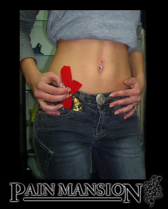 Cristmass belly button piercing pain mansion Osijek.jpg